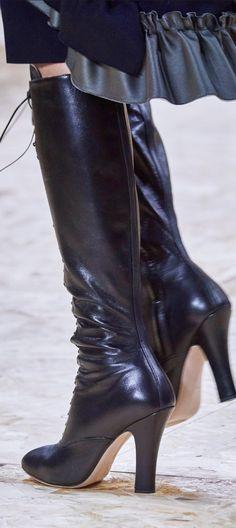 Miu Miu Spring 2020 Ready-to-Wear Fashion Show - Vogue Miu Miu, Edgy Shoes, Trendy Shoes, Vogue Paris, Vogue Russia, Tall Boots, Women's Boots, Mannequins, Beautiful Shoes