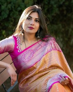 Simply Beautiful, Beautiful Women, Rekha Actress, Beautiful Housewife, Aunty In Saree, India Beauty, Blouse Designs, Beauty Women, Sari