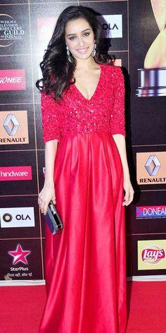 Shraddha Kapoor at the Star Guild awards 2015 (gorgeous dress! Men's Fashion, Fashion Week, Indian Fashion, Vintage Fashion, Beautiful Bollywood Actress, Beautiful Indian Actress, Indian Celebrities, Bollywood Celebrities, Bollywood Stars
