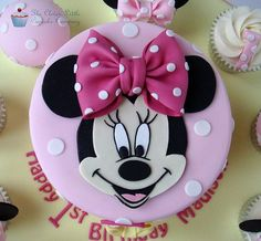 Tortas Minnie y Mickey Mouse Minni Mouse Cake, Bolo Do Mickey Mouse, Mickey And Minnie Cake, Bolo Minnie, Minnie Mouse Birthday Cakes, Mickey Cakes, Birthday Cake Girls, 2nd Birthday, Baby Mickey