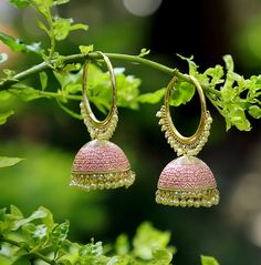 This exquisite designer hoop is inspired by Bollywood actress Alia Bhatt's ethnic look. Tika Jewelry, Jewelry Design Earrings, Gold Earrings Designs, Bead Jewellery, Fashion Earrings, Bridal Jewelry, Jewelery, Fashion Jewelry, Antique Jewellery Designs