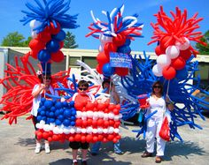 Check out the best of July Balloon Decorations, pictures, wallpapers on this USA Independence Day. Fourth of July is one of those days that bring some special 4th Of July Decorations, Balloon Decorations, Balloon Ideas, 4th Of July Cake, Fourth Of July, Homecoming Floats, Fireworks Cake, Boat Parade, 4th Of July Parade