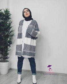Famous brand hijab clothing – women's clothing and fashion Modern Hijab Fashion, Street Hijab Fashion, Hijab Fashion Inspiration, Winter Fashion Outfits, Muslim Fashion, Mode Inspiration, Modest Fashion, Casual Hijab Outfit, Hijab Chic