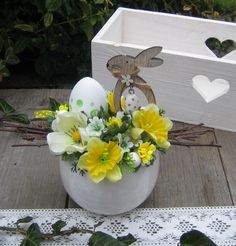Zajíček ve skořápce / Zboží prodejce Silene New Crafts, Hobbies And Crafts, Easter Crafts, Diy And Crafts, Easter Flower Arrangements, Easter Flowers, Floral Arrangements, Spring Design, Button Crafts