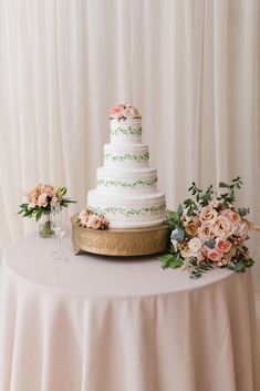 BridgeStreet Wedding | Cake: Magnificent Cakes | Florals: HotHouse Designs | Meredith Ryncarz Photography | Birmingham