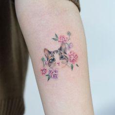 cat tattoo design - cat tattoo design Drawings - Focus on sharing Tatto Cat, Cat And Dog Tattoo, Cute Cat Tattoo, Dog Tattoos, Body Art Tattoos, Sleeve Tattoos, Tatoos, Pretty Tattoos, Cute Tattoos