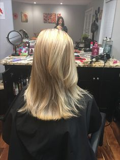 Beautiful lightest of blondes without bleach!! Great oil delivery system redken!!