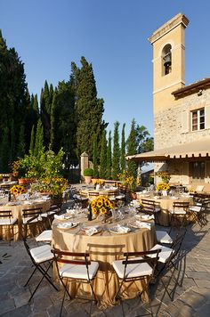 Sunflowers and nude linens exude elegance at this Tuscan hillside reception.