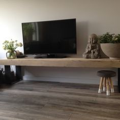 houten tv meubel houten televisie meubel Living Dining Room, Small Space Living, Home And Living, Home Living Room, Happy New Home, Tv Furniture, Interior, Modern Rustic Homes, Home Deco