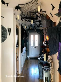 Get the best Halloween Party decor ideas here. From Halloween Outdoor decor to Porch to Lights to Bedroom, Bathroom, Living room decor for Halloween ideas. Halloween 2018, Casa Halloween, Halloween Home Decor, Halloween Birthday, Diy Halloween Decorations, Halloween Party Decor, Holidays Halloween, Happy Halloween, Halloween Decorating Ideas