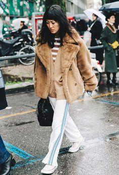Ideas de look con abrigos Teddy bear. Lo Mejor de Street Style. Tan cálidos, agradables y suaves y tan parecidos al osito de peluche  estos abrigos de pelo sintético - son gran tendencia este invierno.