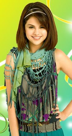 Selena Gomez as Alex Russo in Wizards Of Waverly Place. (Wizards Of Waverly Place photo shoot. Selena Gomez Images, Selena Gomez Fotos, Selena Gomez Cute, Selena Gomez Outfits, Cute Celebrities, Hollywood Celebrities, Celebs, Alex Russo, Wizards Of Waverly Place