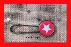 Broche rétro rouge et étoile blanche : Broche par crocmyys