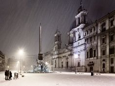 Snowy Piazza Navona at night, Rome | Italy(by luigi vaccarella)