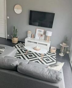 31+ Cheap and Easy First Apartment Decorating Ideas on A Budget #apartmentlivingroom #apartmentdecor #apartmentideas ~ Beautiful House