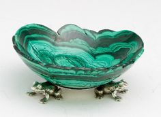 Malachite bowl with base made of three silver frogs. Design Cristiana e Armando Junior Dabbene. Teal Green, Coral, Frogs, Favorite Color, Decorative Bowls, Minerals, Old Things, Objects, Stones