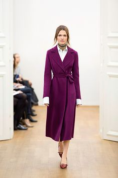 Escada Fall 2015 Ready-to-Wear - Collection, Look 5. Lovely shape/silhouette. Smashing color. Imagine this shape in cobalt...or dark green. Even gray.