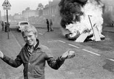 A boy holds a stone during a disturbance, Belfast, Northern Ireland, United Kingdom, photograph by Chris Steele-Perkins. Northern Ireland Troubles, Belfast Northern Ireland, Photo A Day, First Photo, Foto Art, Magnum Photos, Historical Photos, Street Photography, Vintage Photography
