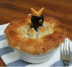 Rachel Bass Pie Funnel - Harry the Hatchling Vintage Pyrex Dishes, Vintage Glassware, Vintage Kitchen Appliances, Pie Bird, No Bake Pies, Ceramic Birds, Egg Cups, Pie Plate, How To Dry Basil