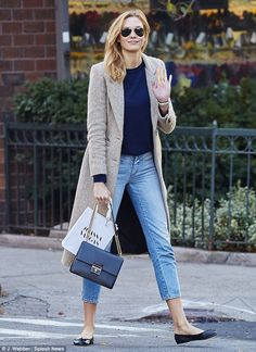 Model behavior! Karlie Kloss puts her best foot forward in trendy fall fashions while stepping out solo in New York City : Daily Mail Celebrity waysify