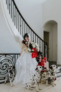 Cruella plays her most devlish role yet: the bride! The Disney villain wedding goes avant-garde with delicious details and surprises. Bridal Portrait Poses, Most Beautiful Images, Bridal Pictures, Disney Villains, Bridal Looks, Wedding Day, Bride, Wedding Dresses, Pi Day Wedding