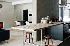 Beton, dřevo a sklo tvoří společně tento jednoduchý, ale přesto velmi stylový finský dům několik kilometrů od finského hlavního města Helsinek. O...