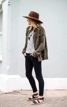 It's interesting to note here – tight jeans girls look cool and figure-flattering all the time – unlike a dress, as they are made of soft and stretchy Vestido Batik, Safari, Cute Spring Outfits, Hipster, Aesthetic Clothes, Aesthetic Outfit, Flower Aesthetic, Casual Street Style, Girls Jeans