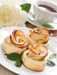 Mini rose apple desserts are a Inn favorite made by our Pastry chefs for todays afternoon tea. Apple Desserts, Mini Desserts, Just Desserts, Dessert Recipes, Apple Rose Tart, Apple Roses, Apple Tarts, Creative Food, Afternoon Tea
