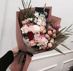 Image discovered by AyGun❀♡. Find images and videos on We Heart It - the app to get lost in what you love. Boquette Flowers, How To Wrap Flowers, Luxury Flowers, Bunch Of Flowers, Flower Boxes, Fresh Flowers, Planting Flowers, Beautiful Flowers, Wedding Flowers
