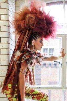 When looking at a fashion show Unique Hairstyles for Women, aside from the extravagance of clothes Sometimes, each designer has a theme. Creative Hairstyles, Unique Hairstyles, Mode Punk, Avant Garde Hair, Editorial Hair, Alternative Hair, Fantasy Hair, Hair Shows, Wild Hair