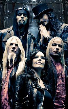 Nightwish - (back) Jukka Nevalainen, Tuomas Holopainen; (middle) Marco Hietala, Emppu Vuorinen; (front) Anette Olzon (2007 - 2012)