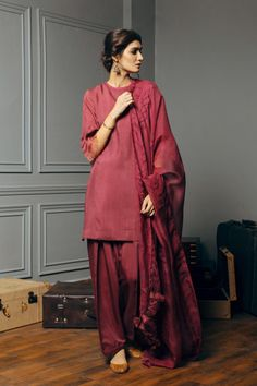 Shop the latest pret collection by Zara Shahjahan online on our official e-store. We delivery all over Pakistan and worldwide. Simple Pakistani Dresses, Pakistani Bridal Dresses, Pakistani Dress Design, Pakistani Outfits, Pakistani Clothing, Simple Outfits, Simple Dresses, Pretty Outfits, Stylish Dresses