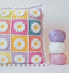Dragana Savkov-Bajić/Creative Crochet Crew Group Pattern http://colorncream.blogspot.nl/2013/09/flower-square-tutorial-iii.html PomPom Edge http://onceuponapinkmoon.blogspot.com/2013/09/pom-pom-edge.html