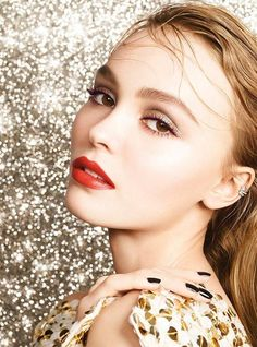 Chanel Libre Numeros Rouge Holiday 2017 Collection - Beauty Trends and Latest Makeup Collections Lily Rose Melody Depp, Natalie Portman, Chanel Make-up, Chanel Style, Lily Depp, Stage Beauty, Perfume, Latest Makeup, Models Makeup