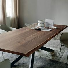 Spyder is a modern dining table design by Philip Jackson for Cattelan Italia and is an exciting combination between steel and solid wood. Dining Table Design, Solid Wood Dining Table, Modern Dining Table, Dining Room Table, Wood Table, Esstisch Design, Design Tisch, Dining Room Furniture, Modern Furniture