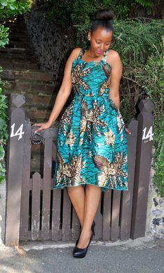 I adore traditional african fashion African Inspired Fashion, African Print Fashion, Africa Fashion, Fashion Prints, Fashion Styles, Women's Fashion, African Attire, African Wear, African Women