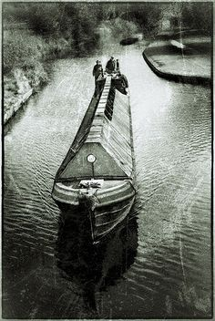 A great piece of canalside photohraphy of what looks like a working narrowboat from many years ago.