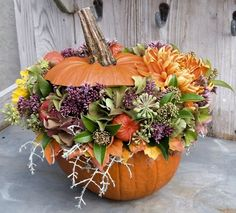 Very nice to make is this pumpkin flower arrangement. You don't need much material to make this beautiful flower arrangement and put it on the table Beautiful Flower Arrangements, Wedding Arrangements, Floral Arrangements, Beautiful Flowers, Autumn Decorating, Pumpkin Decorating, Fall Decor, Fall Flowers, Diy Flowers