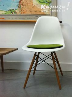 1000 images about eames plastic chair dsw on pinterest for Eames lounge chair tweedehands