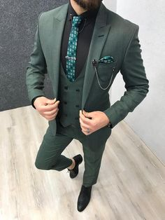 The Pompeius Slim Fit Wool Suit – Green three piece suit with black shirt and green checks tie Stylish Mens Fashion, Mens Fashion Suits, Mens Suits, Stylish Man, Green Suit Men, Blazer Outfits Men, Dress Outfits, Casual Outfits, Dress Suits For Men