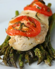 Here's what you'll need: * ½ pound asparagus, trimmed* Olive oil, to taste* Salt, to taste* Pepper, to taste* 1 garlic clove, minced* 1 chicken breast* Fresh mozzarella, sliced* 1 tomato, sliced* Fresh basil (3-4 leaves)* Parchment paperAnd here's what you'll need to do:1.Preheat oven to 400°F/200°C.2.Place asparagus into mixing bowl and thoroughly coat with olive oil, salt, pepper, and garlic. 3.Tear off a sheet of parchment paper, large enough to fold into a packet. Place chicken breast…