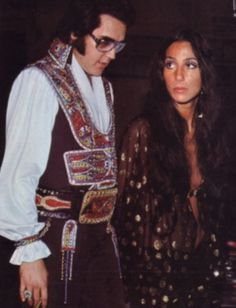 Cher admitted she had a fling with Elvis Presley between her marriages to Sonny Bono Elvis Und Priscilla, Priscilla Presley, Lisa Marie Presley, Mississippi, Tennessee, Historia Do Rock, Mon Cheri, Cher Photos, Viejo Hollywood