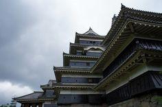 ちょこっと寄ってきたよ。  時間があれば、城下町も探索したかった。  小雨の国宝松本城