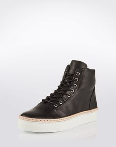 "Sneaker: ""Beeton"" from Whyred. Click on the picture to get the product ♥"