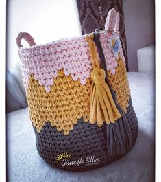 Coisa linda né😍inspiração da colega @gunesli.eller 🌸💗 #cestofiodemalha #crochet #organização #organizador #knitting #fiodemalha #geometrico…