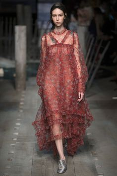 Erdem Spring 2017 Ready-to-Wear Collection Photos - Vogue Fashion 2017, Runway Fashion, Boho Fashion, High Fashion, Fashion Show, Fashion Trends, Fashion Jewelry, Haute Couture Style, Couture Mode
