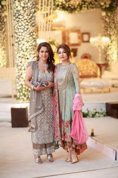 Honey Waqar outfits the Color Pakistani Formal Dresses, Pakistani Outfits, Indian Dresses, Pakistan Fashion, India Fashion, Asian Fashion, Simple Dresses, Nice Dresses, Casual Dresses