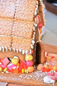 gingerbread house, roof tile idea using cookies.