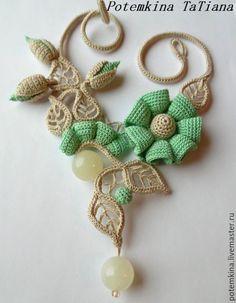 """Купить Колье с ониксом """"Фея Белого Мёда"""" - бежевый, нежно-зеленый, бутоны, вязаные цветы"""