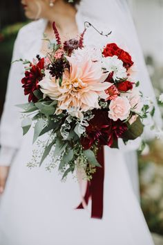 Wedding bouquet is an important part of the bridal look. Looking for wedding bouquet ideas? Check the post for bridal bouquet photos! Dahlia Bouquet, Dahlia Wedding Bouquets, Fall Wedding Flowers, Wedding Flower Arrangements, Bride Bouquets, Bridal Flowers, Floral Wedding, Wedding Colors, Autumn Wedding